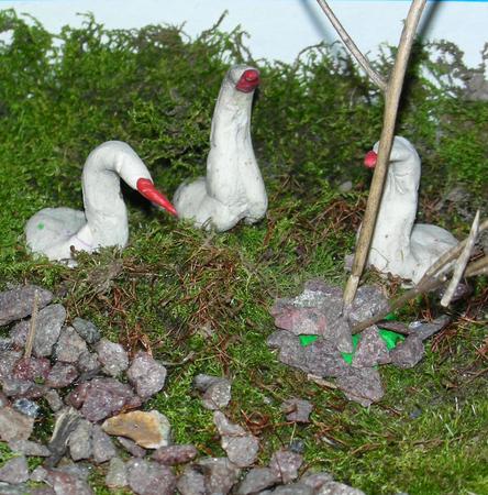 """Тема:  """"Гуси-лебеди """" Сюжет:  """"Побег от Бабы-Яги """".  Задали нам задание сделать поделку из природного материала."""